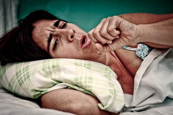 у пациента сильный кашель
