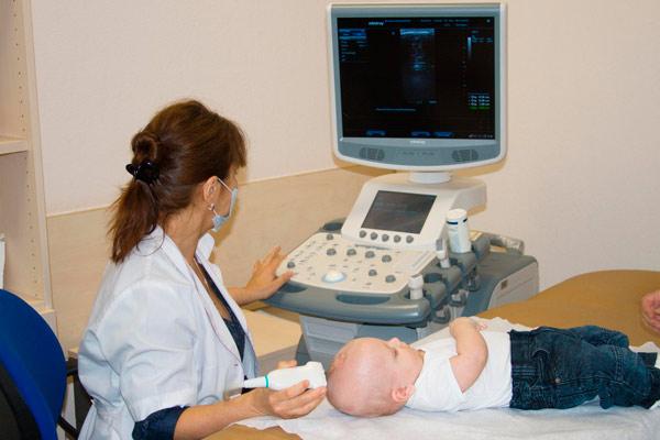 обследование мозга младенца
