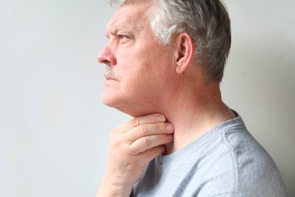 симптомы при жировике на шее