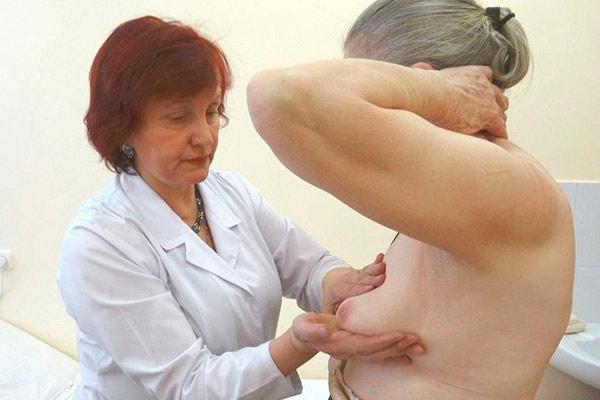 пальпация молочных желез