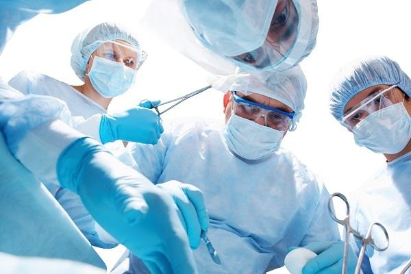 проведение полостной операции